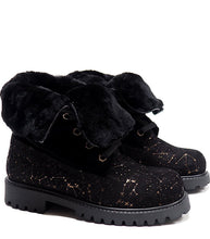 Load image into Gallery viewer, Boots in black suede with galattical effect and shearling
