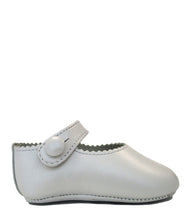 Load image into Gallery viewer, Pearl shoes in calf leather