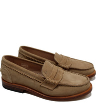 Load image into Gallery viewer, Suede boat shoes ton-sur-ton taupe
