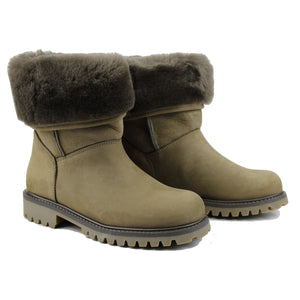 Boots in kaki nubuk and shearling
