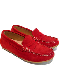 Load image into Gallery viewer, Red loafers in suede with contrast stitching