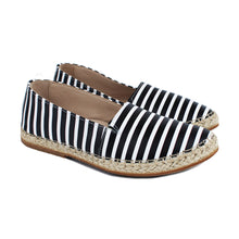 Load image into Gallery viewer, Espadrillas in striped black/white leather with rubber soles