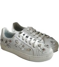 Load image into Gallery viewer, Low-Top Sneakers in White Calf Leather with Floral Accessories