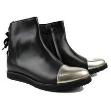 Load image into Gallery viewer, Ankle Boot in black leather and mirror tip with back velvet laces