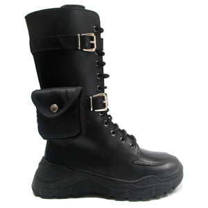 Boots in black calf with pocket