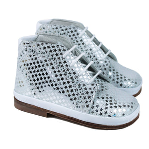 Toddler shoes in white leather and silver stars