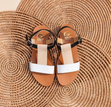 Load image into Gallery viewer, Minimalist sandals in calf leather