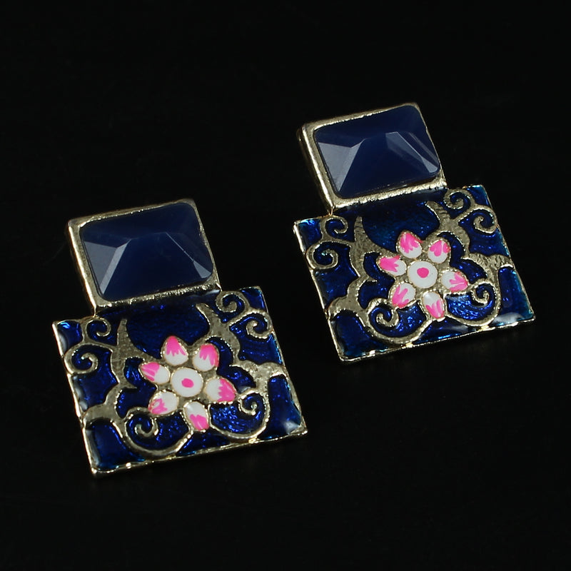 Square studs in deep blue shade
