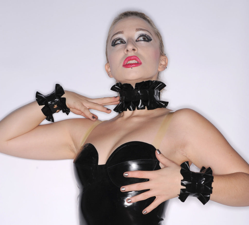 Latex Single Ruffle Choker