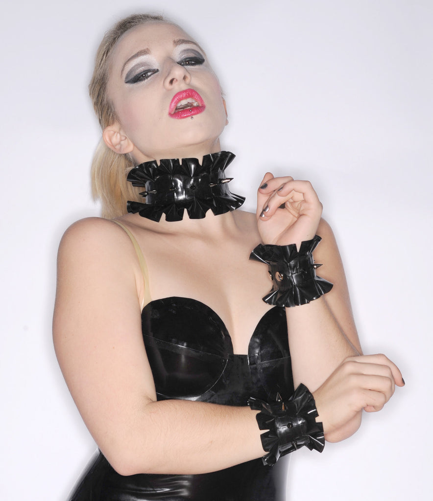 Latex Single Ruffle Choker with SPIKES