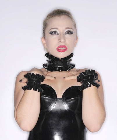 Latex Accessory Set: Single Ruffle Choker and Cuffs with SPIKES