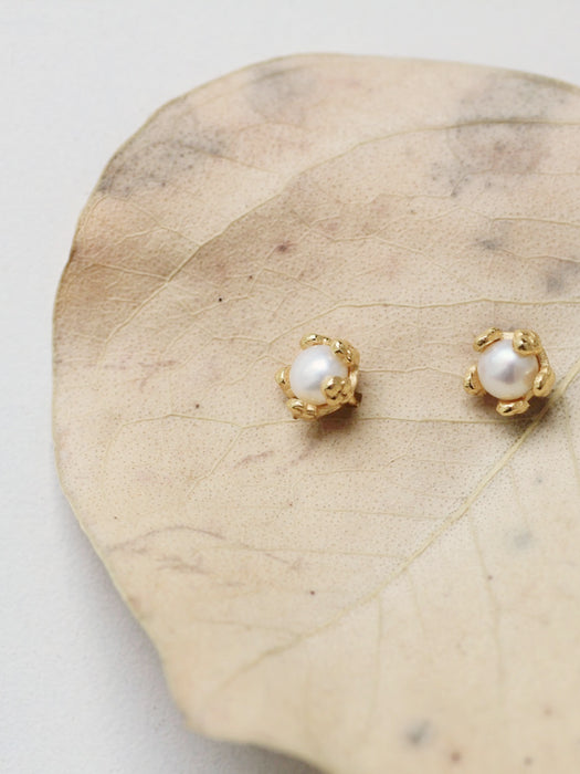 Tiny Pearl Flower Studs
