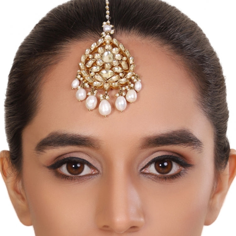 GOLD PLATED FLOWER WHITE KUNDAN  TIKA