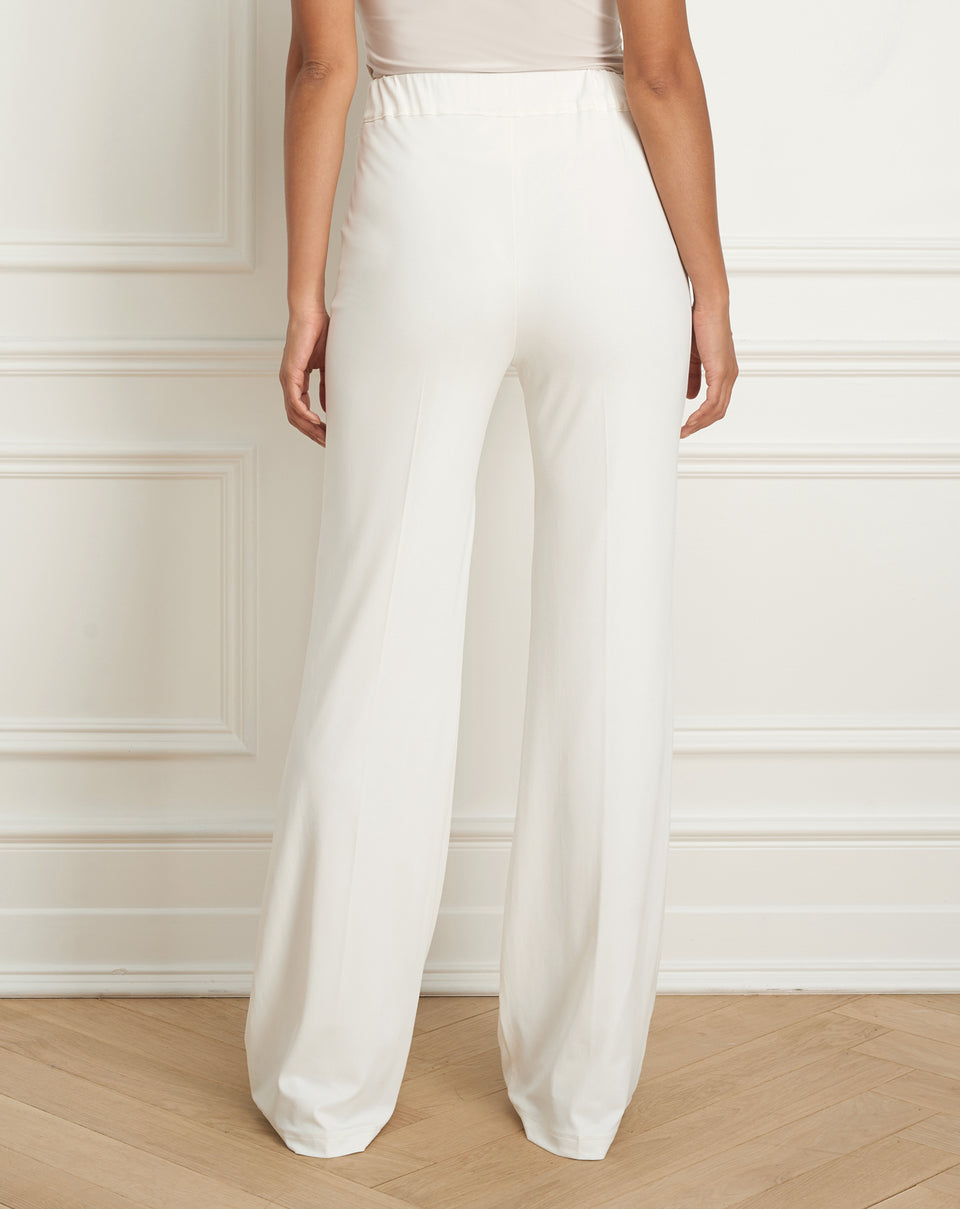 Full leg pant with elastic waistband