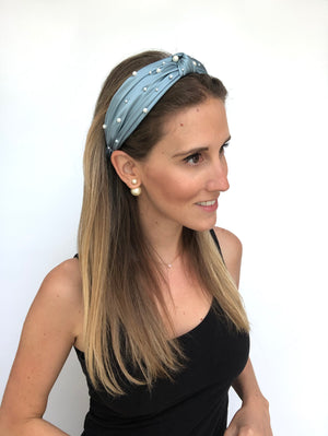 Load image into Gallery viewer, Carolina Blue Pearled Top Knot Headband