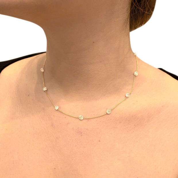 Collier en or rose, 11 diamants bruns.