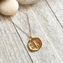 Load image into Gallery viewer, Bee Sweet Necklace