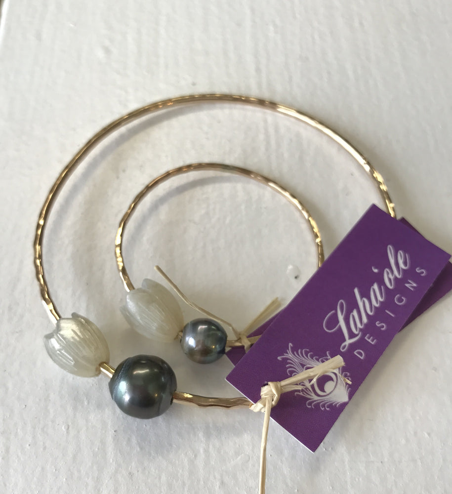 Pīkake bangle with Tahitian Pearl
