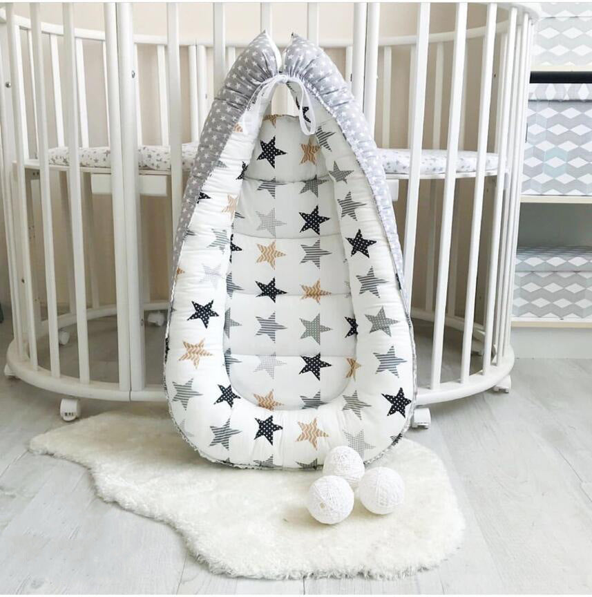 Portable baby crib with star design