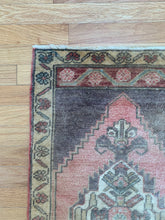 Load image into Gallery viewer, Tiny Vintage Rug 46