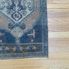 Load image into Gallery viewer, Tiny Vintage Rug 47