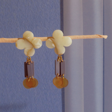 Load image into Gallery viewer, Kady Creme Earrings
