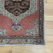 Load image into Gallery viewer, Tiny Vintage Rug 354