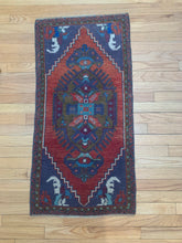 Load image into Gallery viewer, Tiny Vintage Rug 351