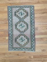 Load image into Gallery viewer, Tiny Vintage Rug 50