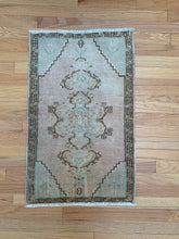 Load image into Gallery viewer, Tiny Vintage Rug 42