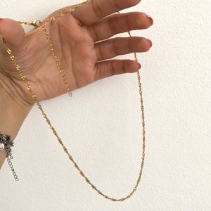 Twirl Chain Necklace