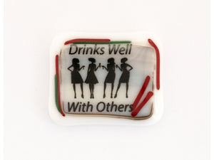 "Magnet ""Drinks well with others"""