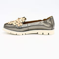 Pewter leather flower leather shoes
