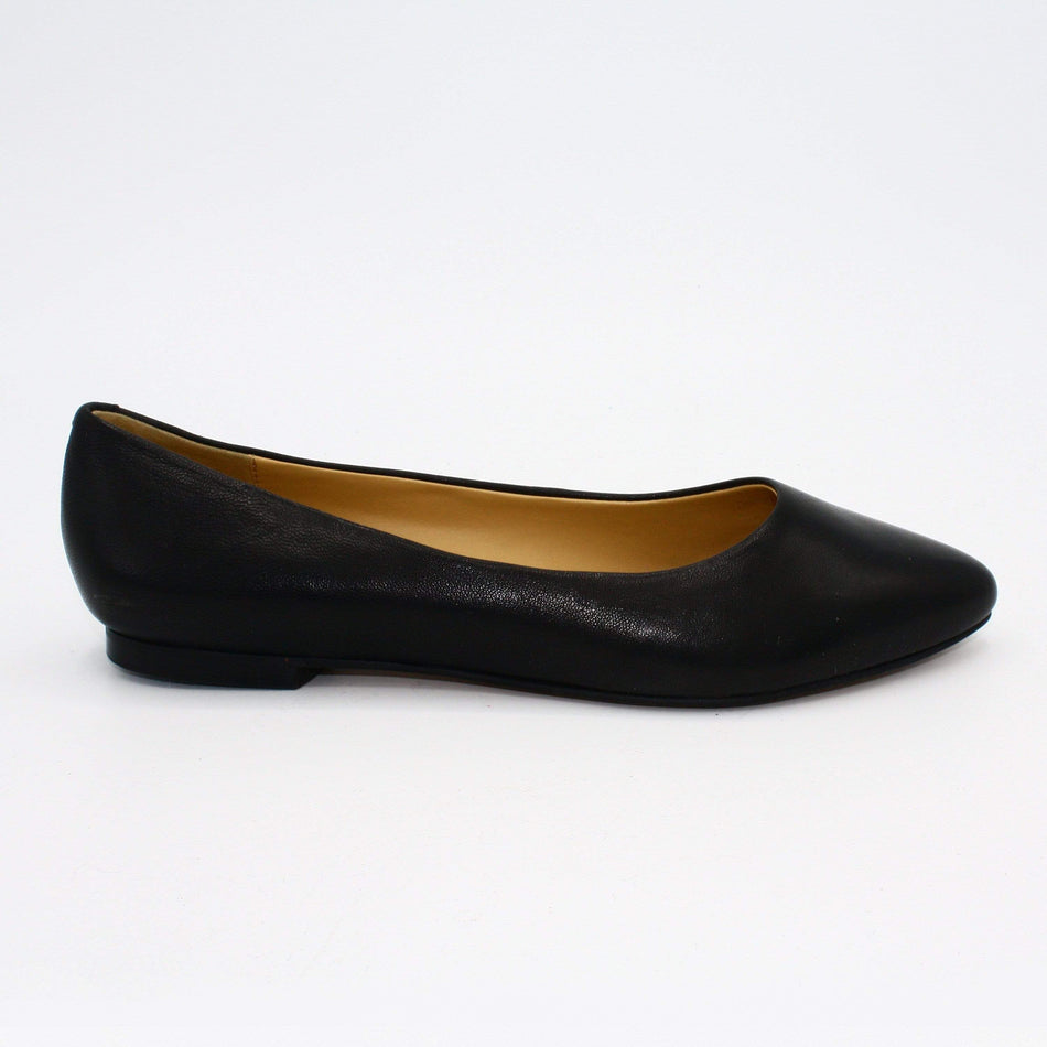 Trotters Flats 5 / Black Leather Trotters Estee