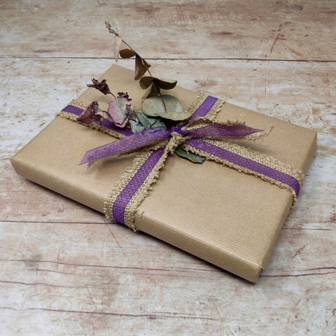 How to wrap Christmas presents in brown paper and dried flowers