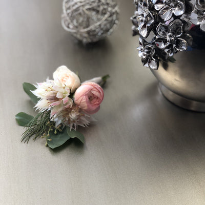 Lux Boutonniere