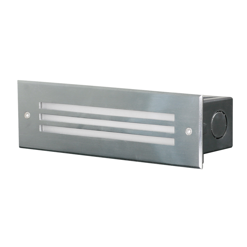 SE7138WW, SE7138CW: Recessed IP65 LED wall luminaire. Stainless steel face. 7W IP65 3000k- Warm White, 4000k- Cool White.
