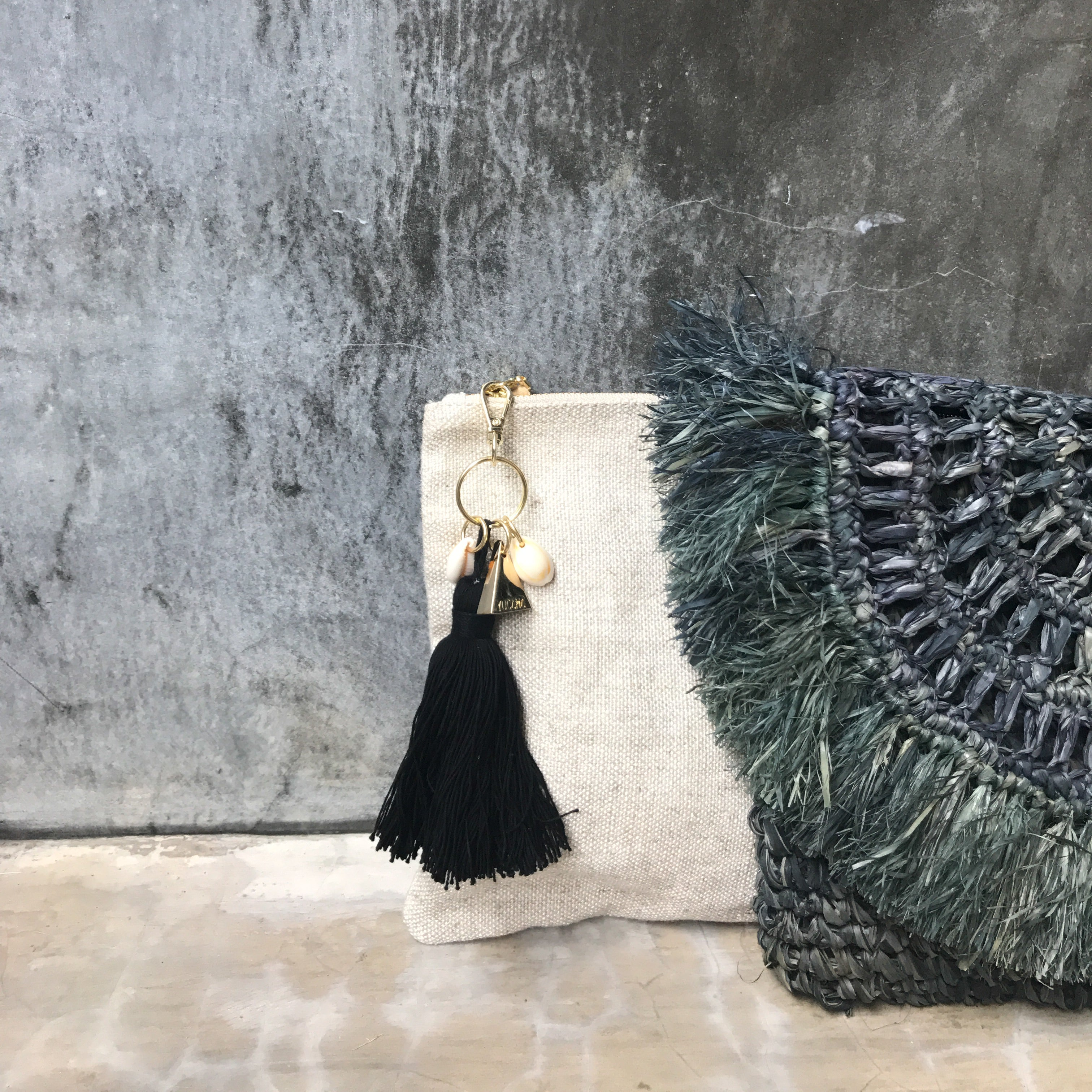 island-vibes-tassel-clutch-bag