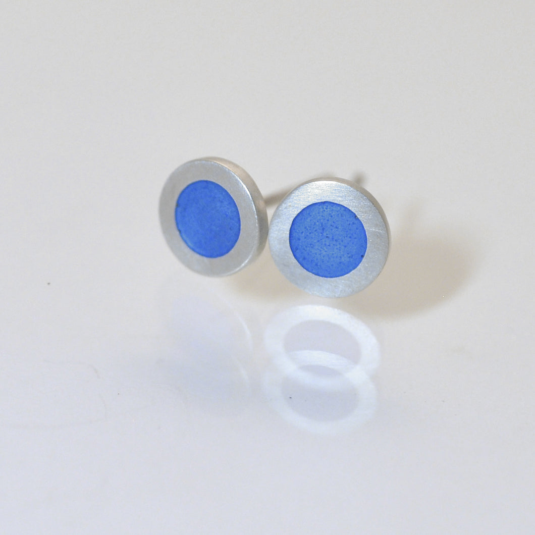 Small round silver flat ear studs, lavender