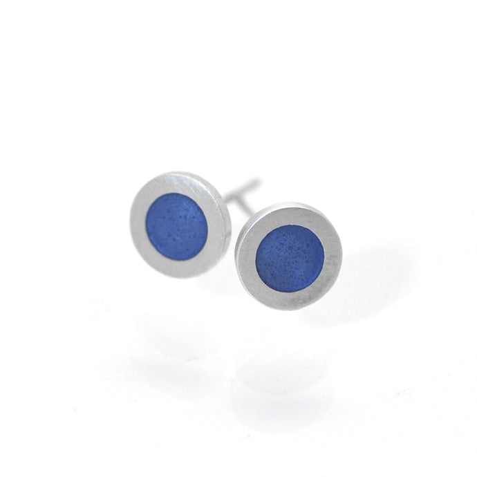 Small flat round ear studs with Grey- blue coloured enamel in the centre