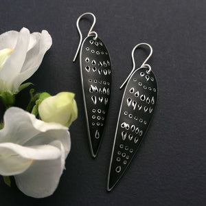 Cleo earrings, slender with point