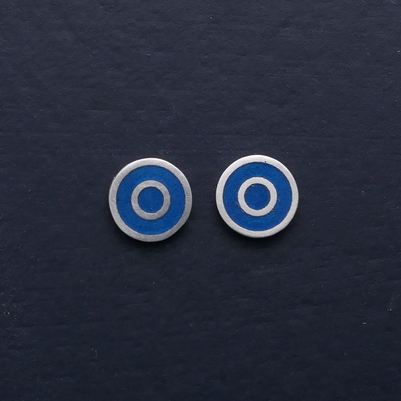 Small-flat-round-ear-studs-with-Mid-grey-blue-coloured-enamel-in-the-centre