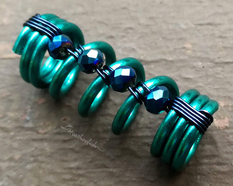 A close up view of a Teal Dread Bead.