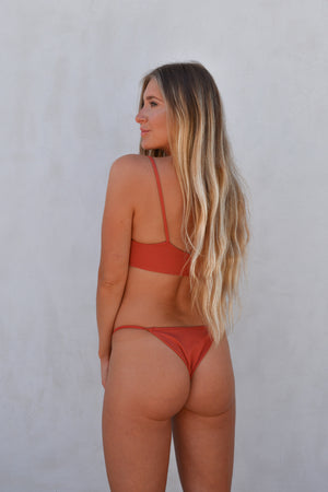Ailani Bottom – Tierra