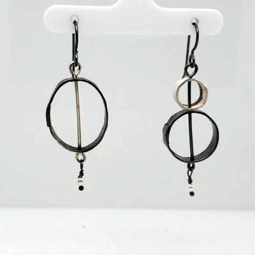 Asymmetric earrings in Sterling Silver with Freshwater Pearls