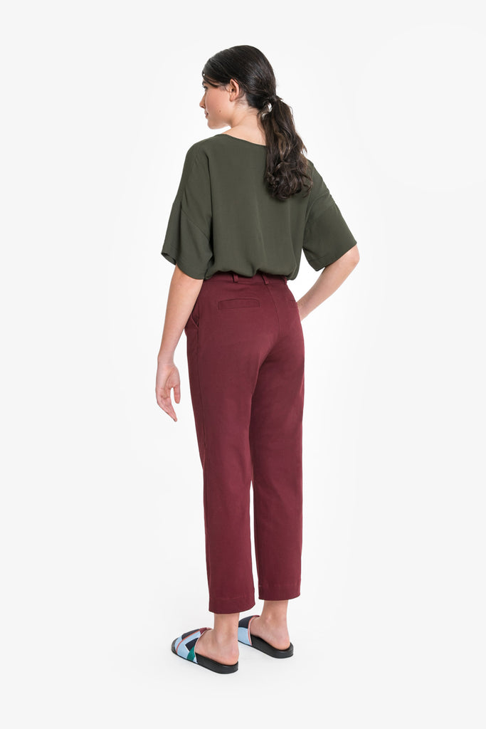 A smart, cropped pant in burgundy cotton drill by Obus