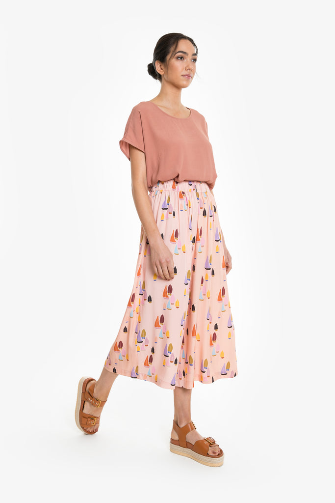 A mid-calf culotte with an elastic waist in a signature Obus sailboat print in peach