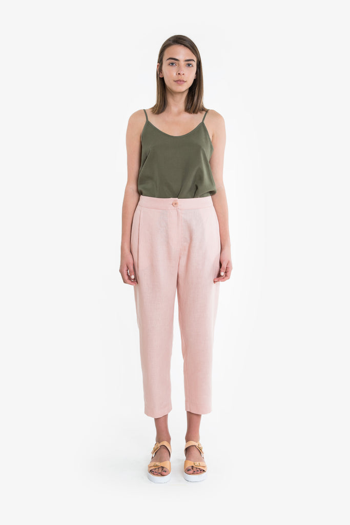 A tailored pant with a tapered leg, side front pleats, welt pockets and button