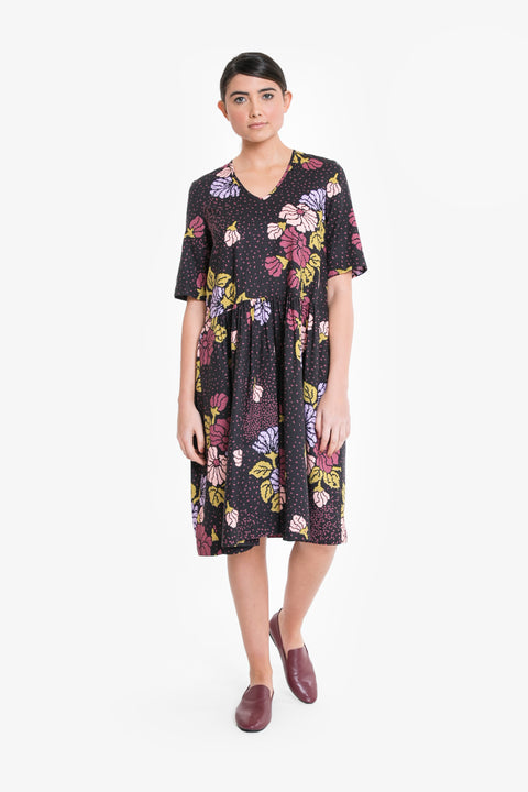 A relaxed, smock style dress in a signature Obus large floral print
