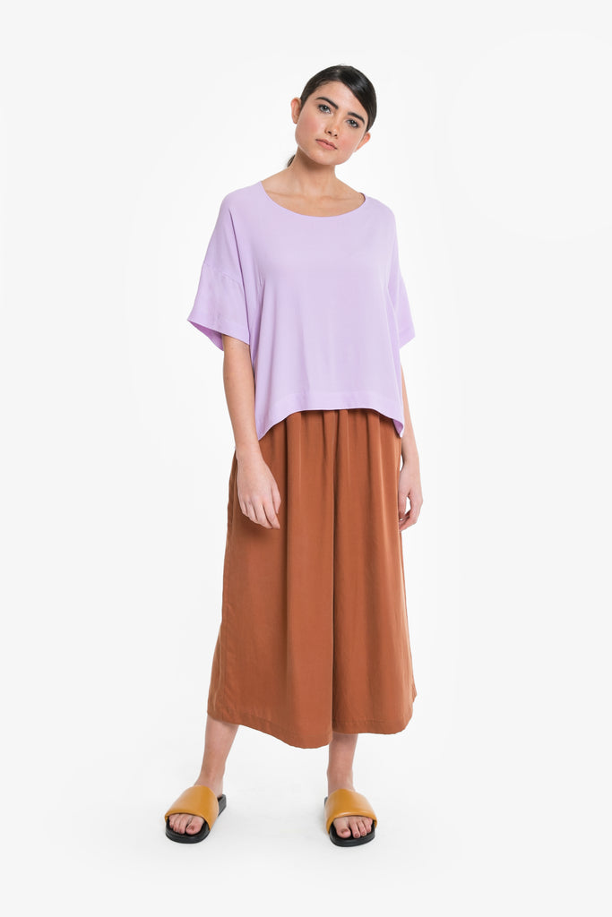 A t-shirt style top with a wide neckline and good drape in lilac. Made from Viscose